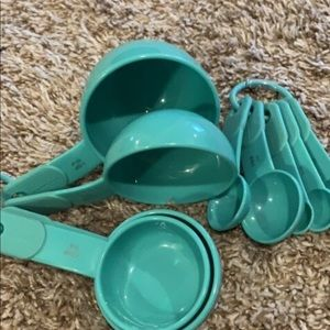 Never Used Teal Measuring Cups